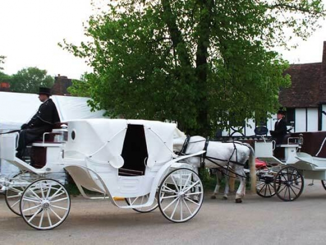 Vis A Vis Carriage - This luxury carriage seats 4 adults comfortably in the rear with front seat for driver and groom.
